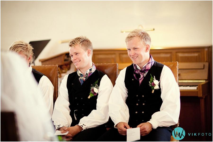 13-brudepar-vielse-herrebunad-brudgom.jpg