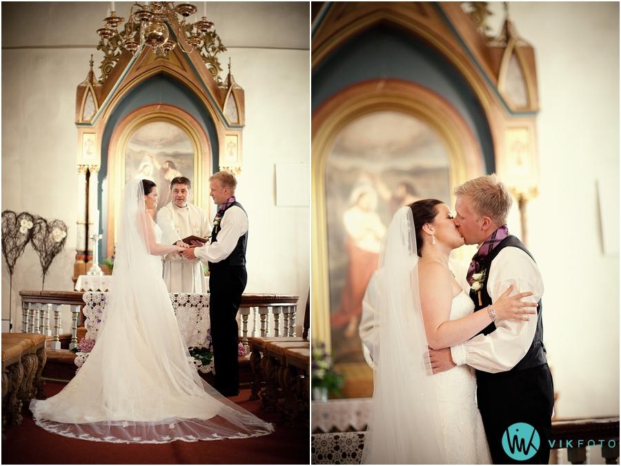 14-brudepar-kyss-vielse-seremoni.jpg