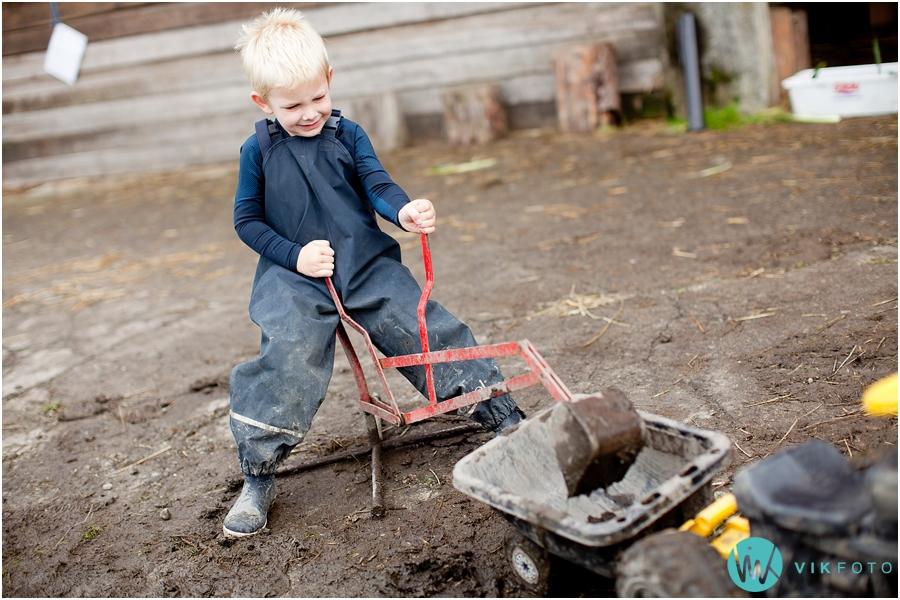 barn-lek-gravemaskin.jpg