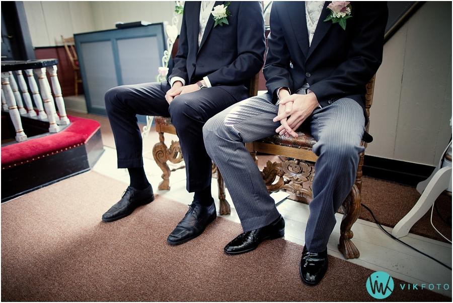 09-bryllupsfotograf-fredrikstad-brudgom-forlover.jpg
