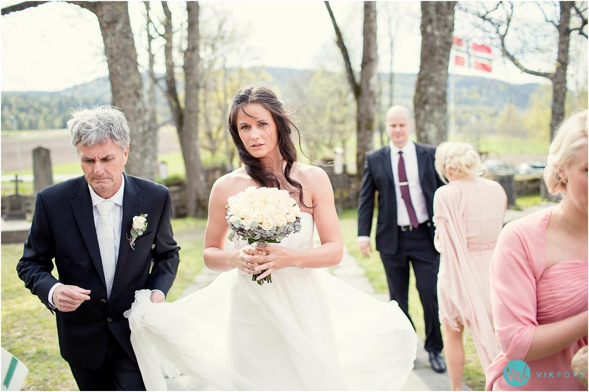 21-bryllupsfotograf-oslo-sorkedalen-kirke.jpg