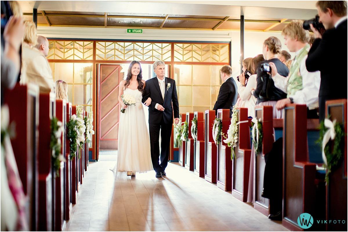 24-bryllupsfotograf-oslo-sorkedalen-kirke.jpg