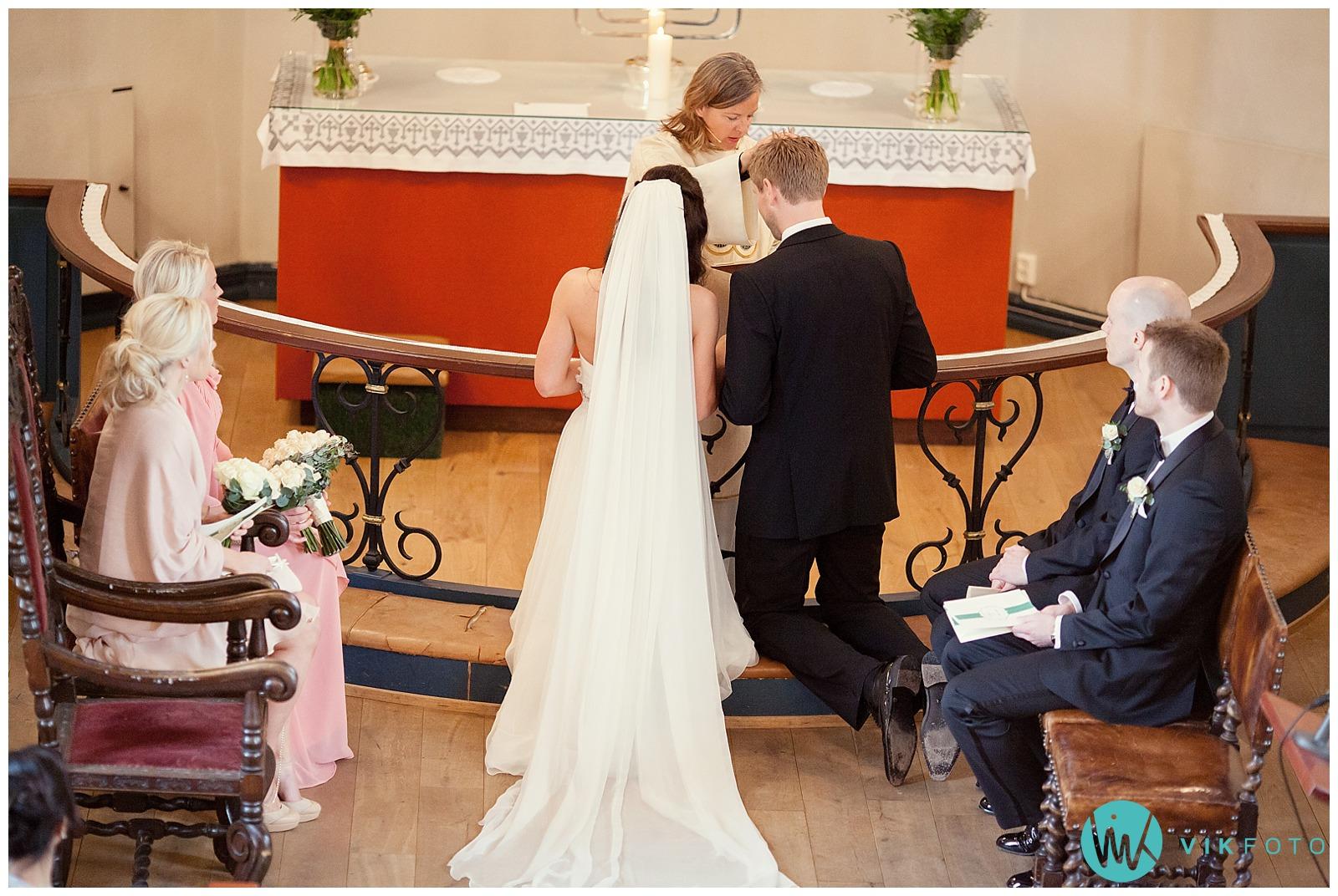 33-bryllupsfotograf-oslo-sorkedalen-kirke.jpg