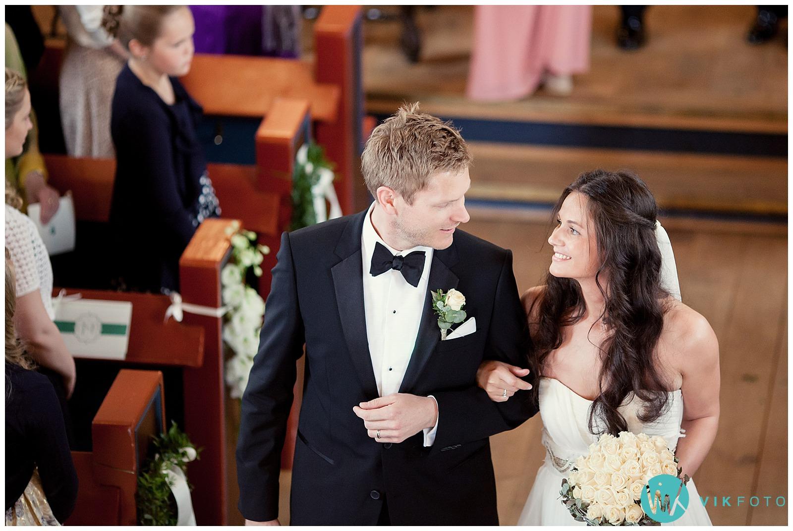 35-bryllupsfotograf-oslo-sorkedalen-kirke.jpg