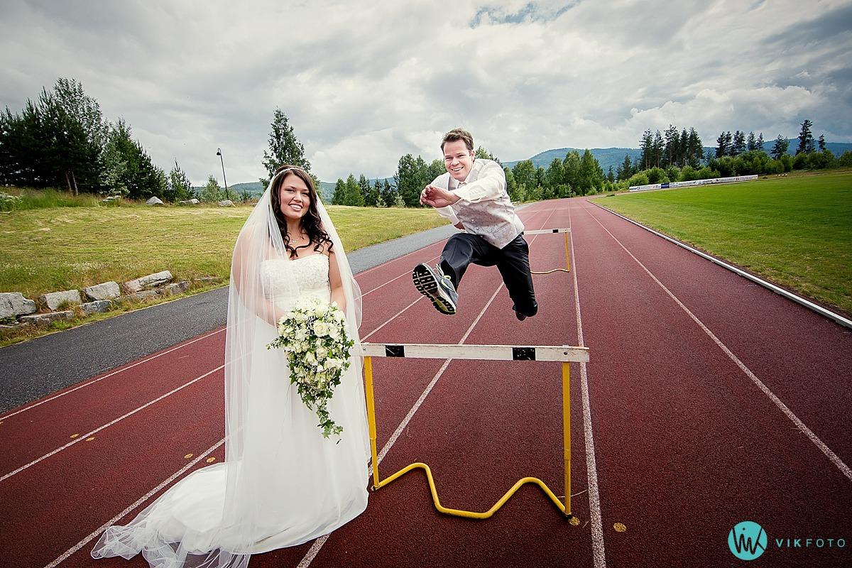 17-hekkelp-friidrett-bryllup-brudepar-stadion.jpg