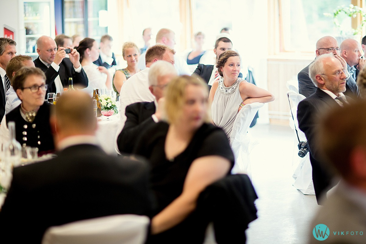 25-tale-gjester-heldagsfotograf-bryllup.jpg