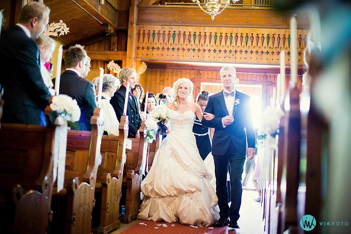 25-vielse-inngang-bryllup-hvitsten-kirke.jpg