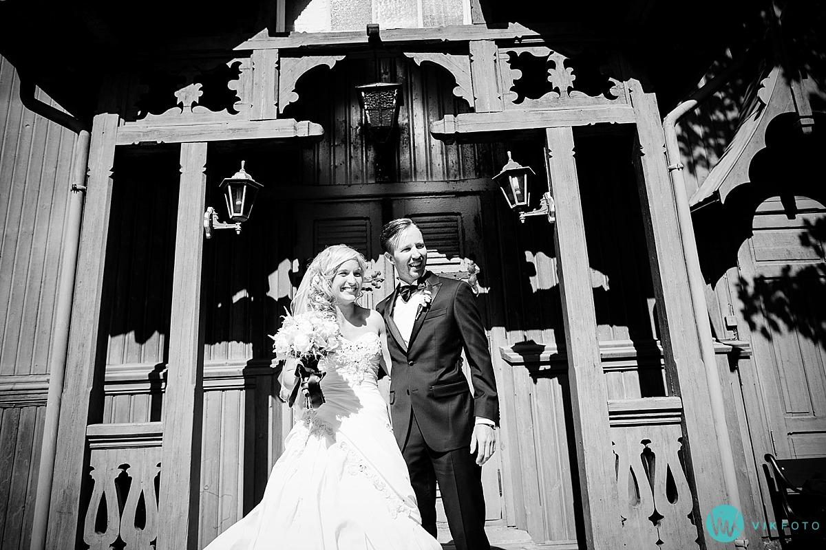 34-hvitsten-kirke-vielse-bryllup-brudepar-kirketrapp.jpg