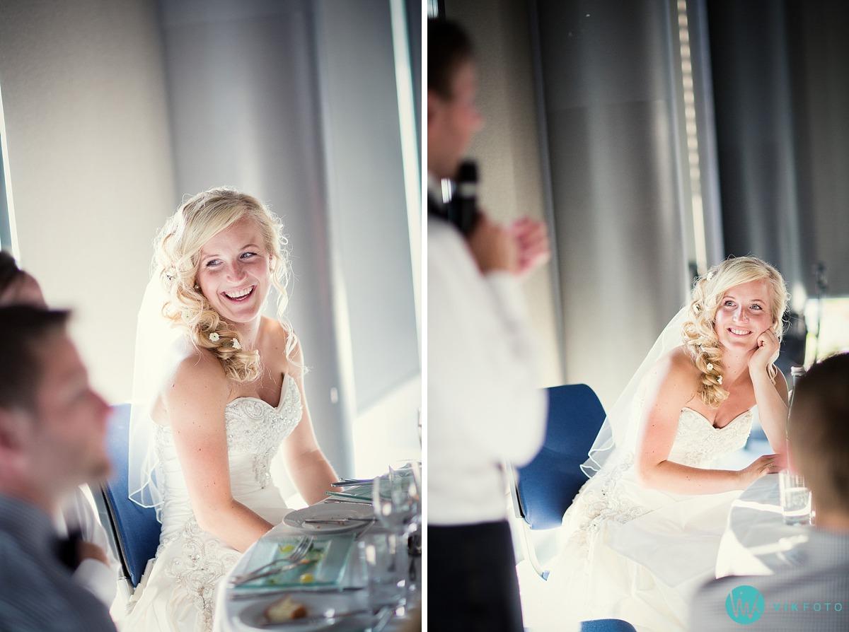 44-brud-brudgom-tale-bryllupsmiddag.jpg