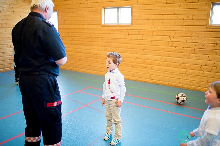 16-fotograf-sarpsborg-barnebursdag-brannmann-bursdag-brannstasjon.jpg
