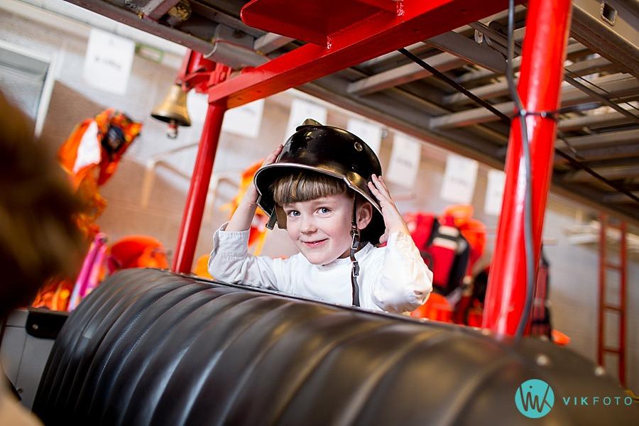 19-fotograf-sarpsborg-barnebursdag-brannmann-bursdag-brannstasjon.jpg