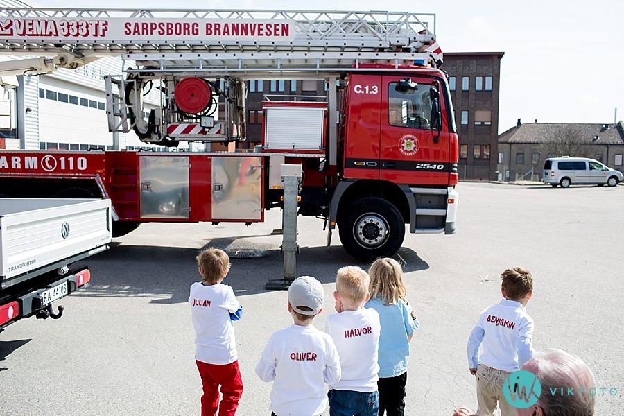 21-fotograf-sarpsborg-barnebursdag-brannmann-bursdag-brannstasjon.jpg