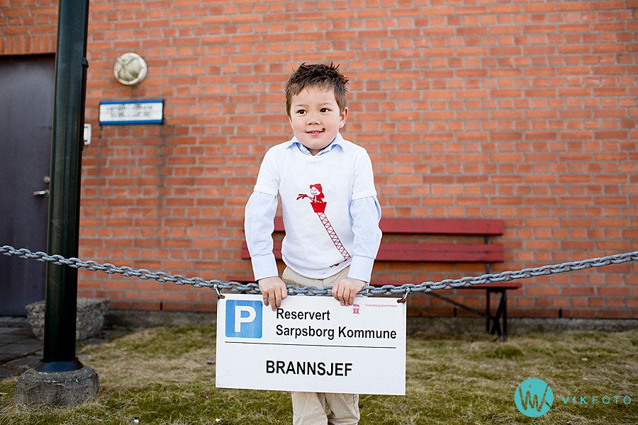 25-fotograf-sarpsborg-barnebursdag-brannmann-bursdag-brannstasjon.jpg