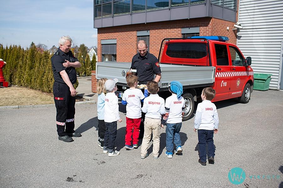 26-fotograf-sarpsborg-barnebursdag-brannmann-bursdag-brannstasjon.jpg