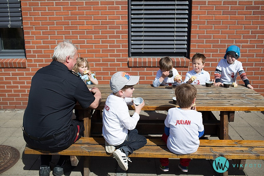 28-fotograf-sarpsborg-barnebursdag-brannmann-bursdag-brannstasjon.jpg
