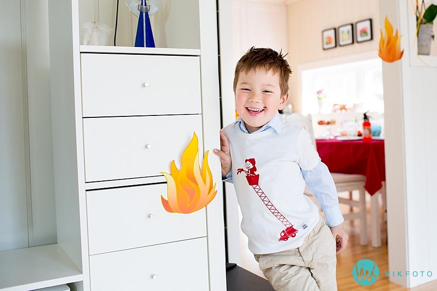 42-fotograf-sarpsborg-barnebursdag-brannmann-bursdag-brannstasjon.jpg