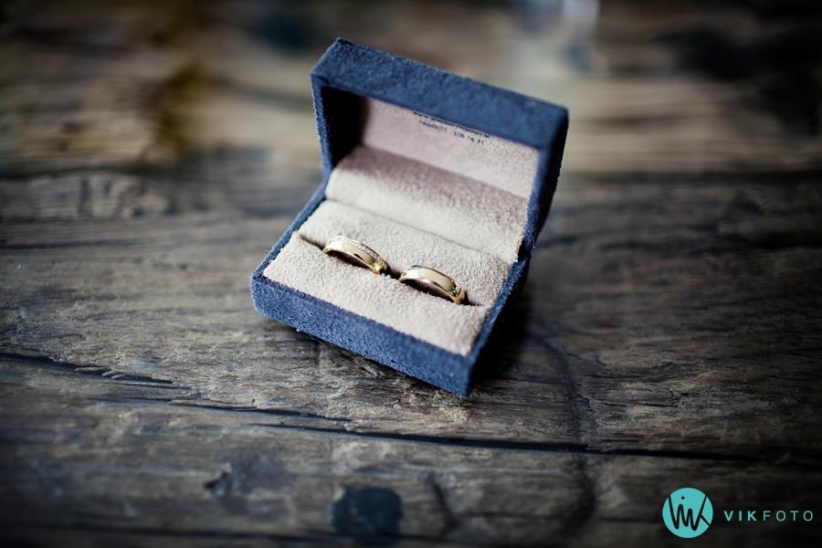 09-bryllup-detaljer-ringer-nærbilde-gifteringer
