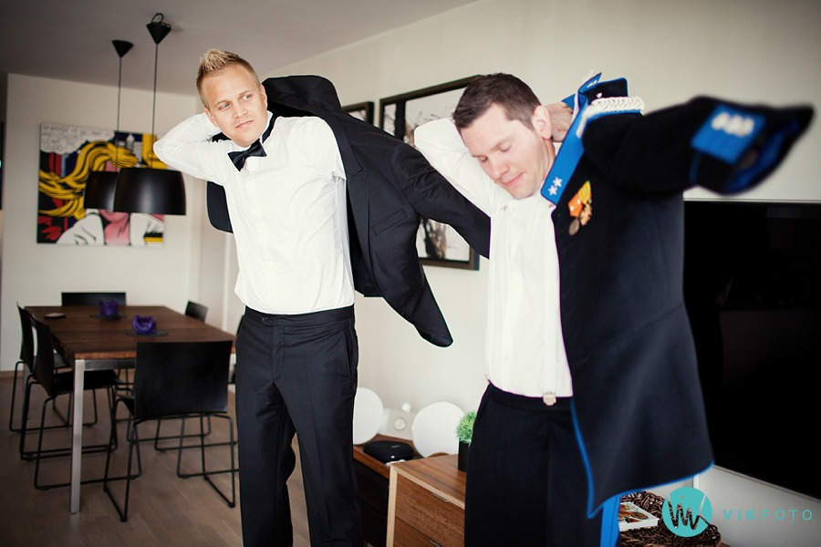 12-bryllup-forberedelser-brudgom-forlover-uniform