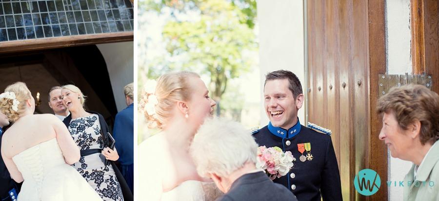 28-bryllup-råde-kirke-kirketrappen-ektepar-nygift