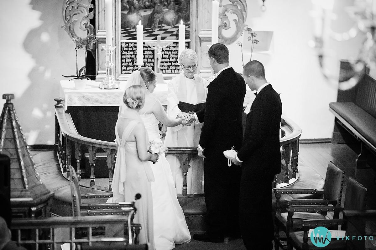 09-fotograf-bryllup-mysen-brudepar-vielse