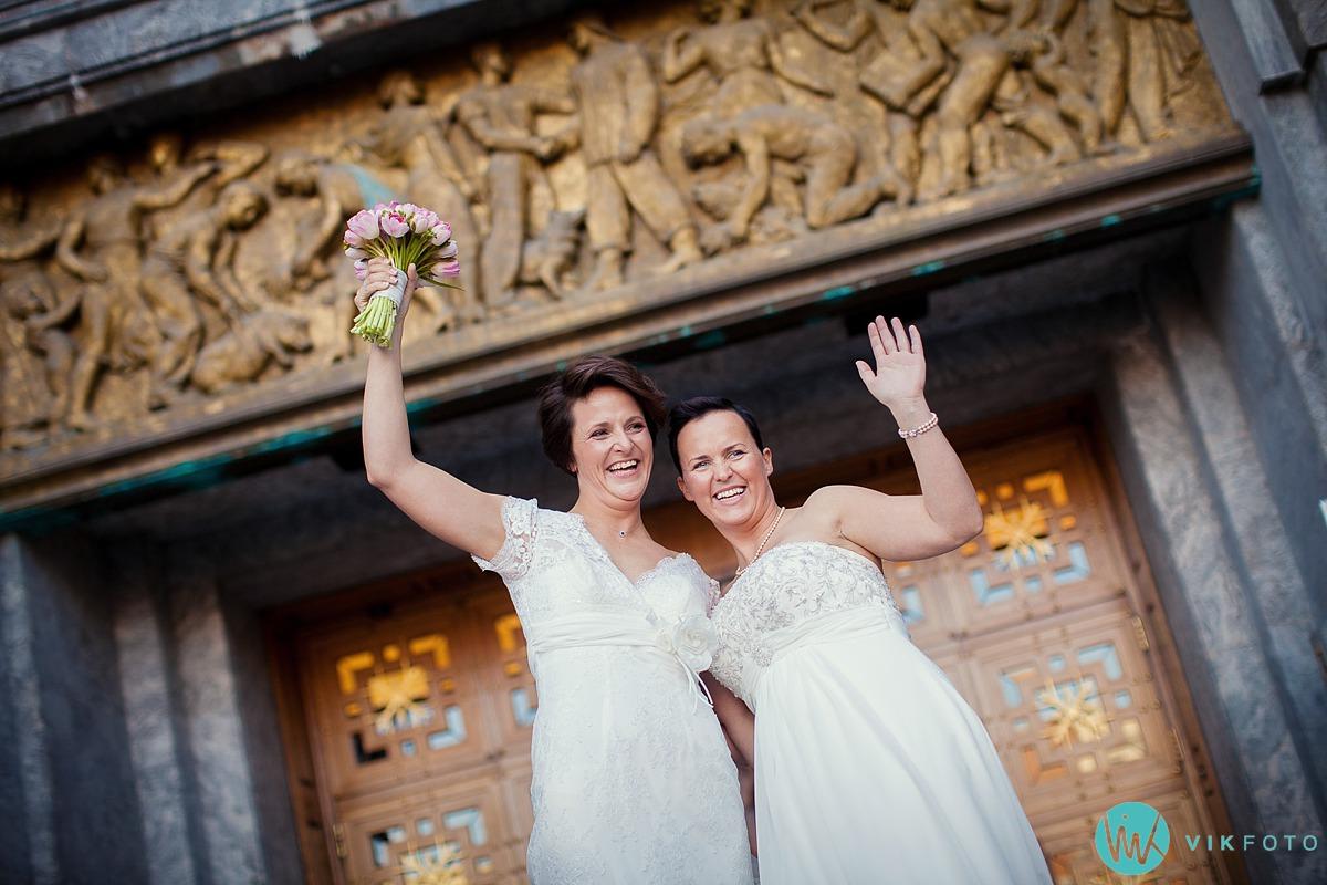 02-lesbisk-brudepar-bryllupsbilde-fotograf-oslo.jpg