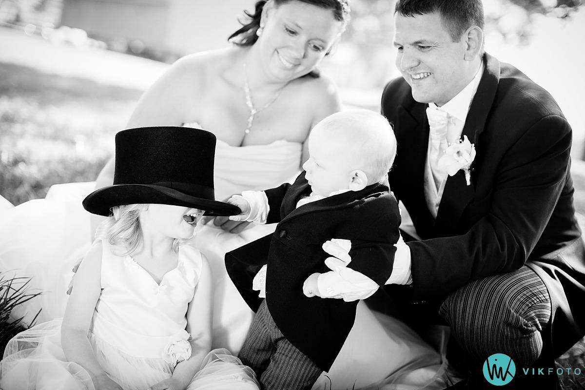 04-familie-bryllupsbilde-barn-flosshatt.jpg