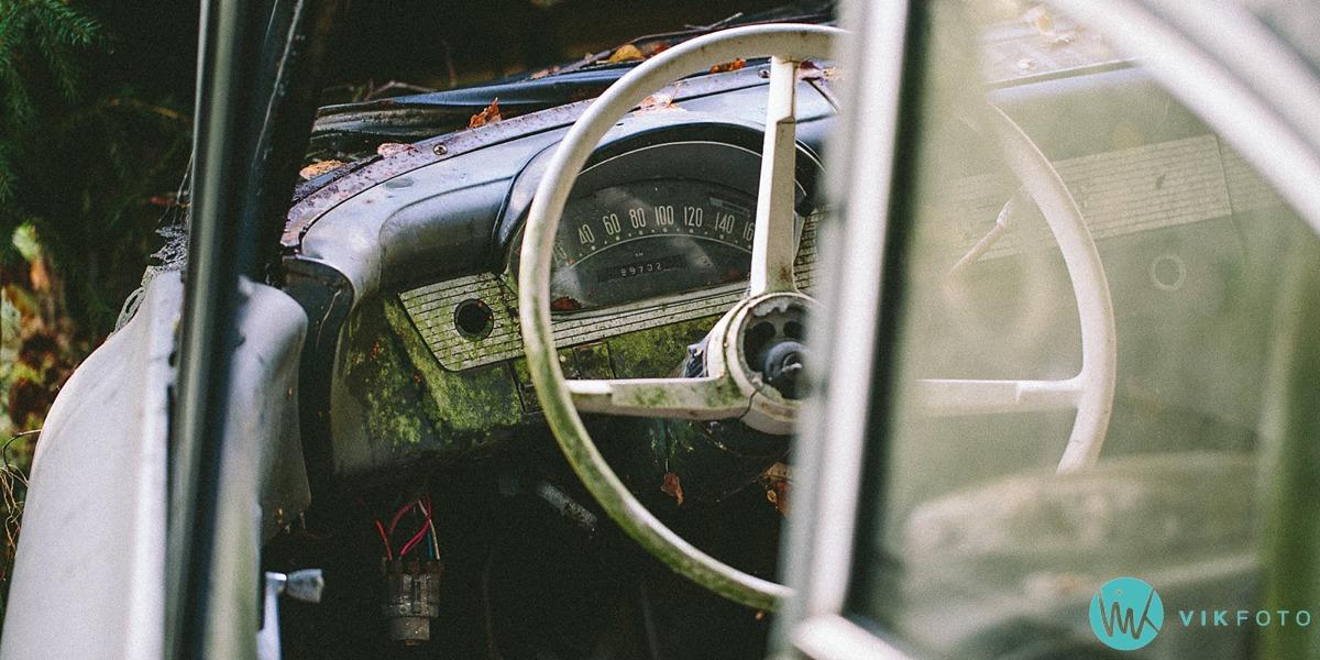 23-vikfoto-bilkirkegård-bilvrak-vrakpant-rusten-bil
