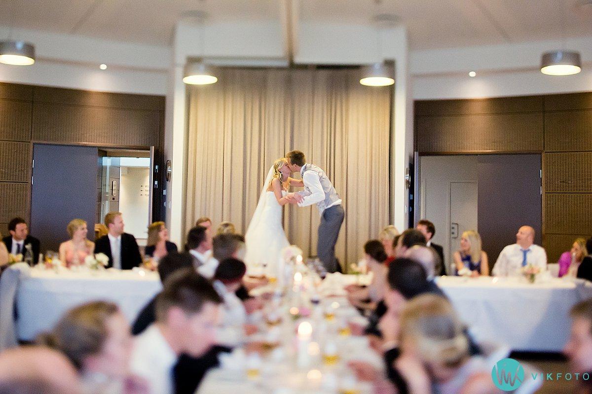 60-bryllup-strand-hotell-fevik-fest-brudepar
