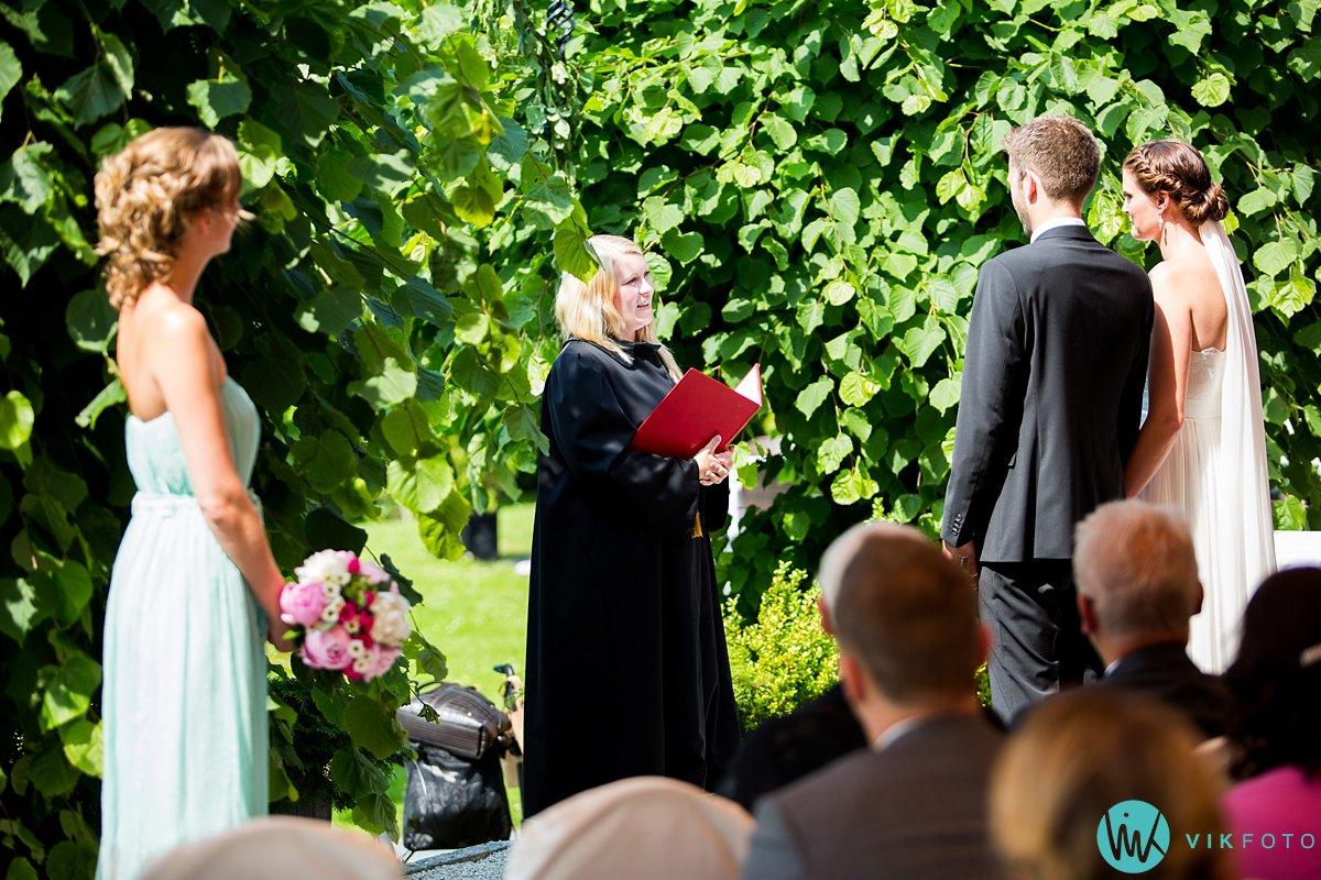 24-utendørs-vielse-bryllup-refsnes-gods-moss
