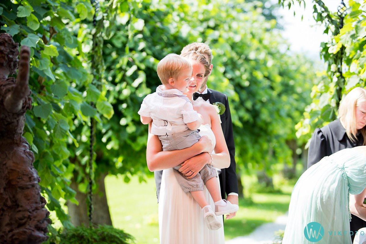 28-utendørs-vielse-bryllup-refsnes-gods-moss
