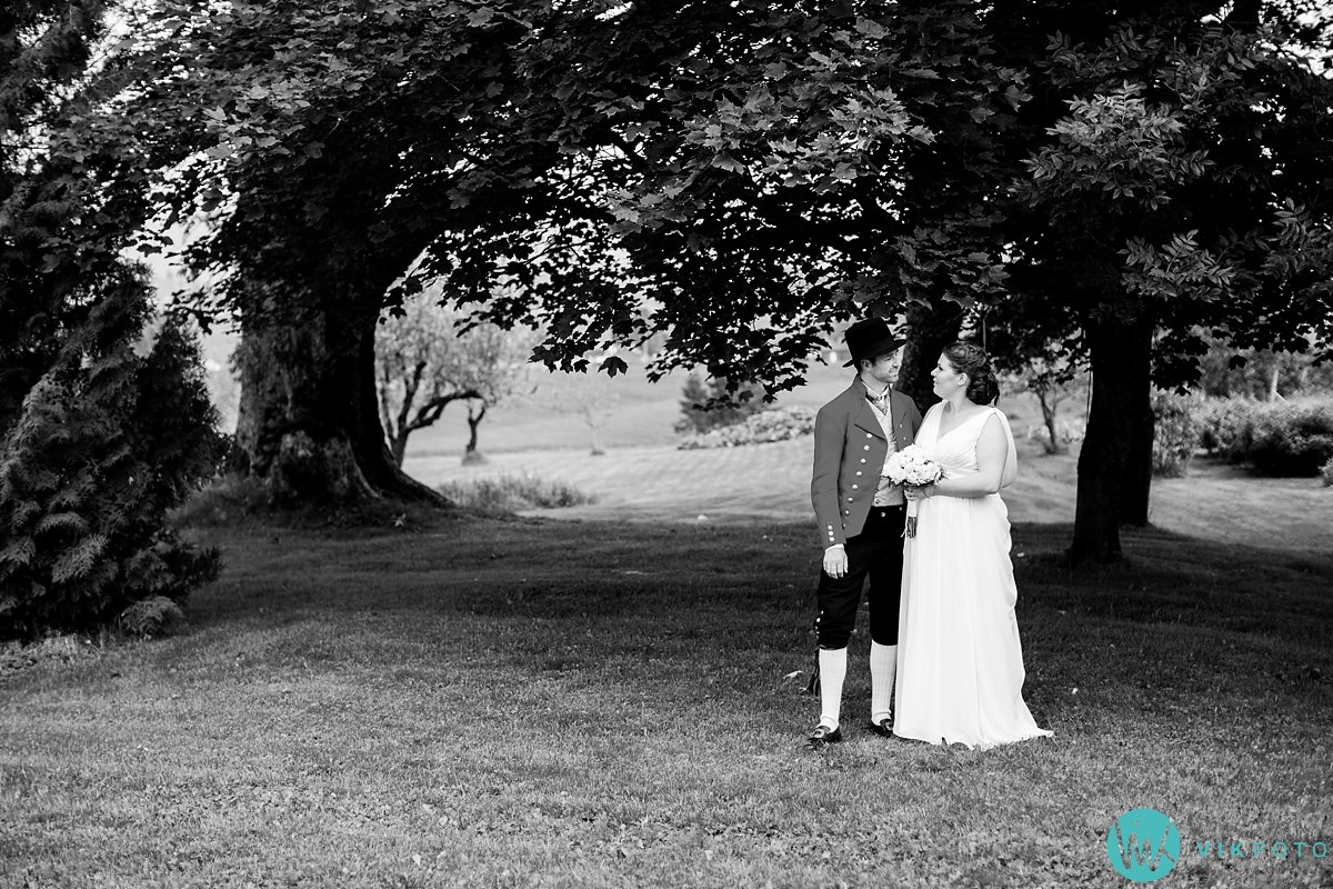 34-bryllup-fotograf-spydeberg-brudepar-bryllupsbilde-bunad