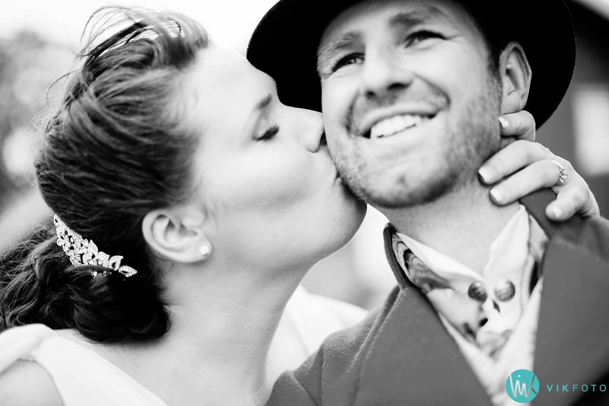 40-bryllup-fotograf-spydeberg-brudepar-bryllupsbilde-bunad
