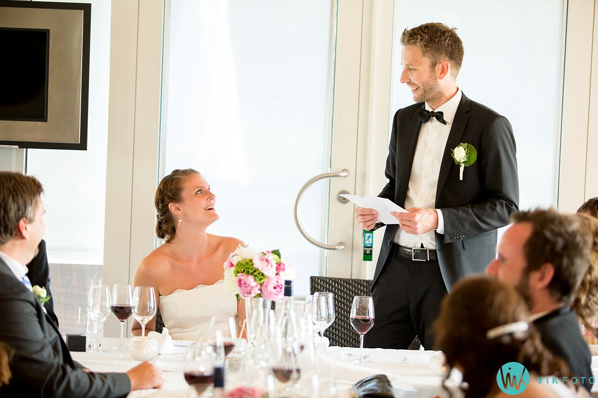 55-bryllupsmiddag-tale-gjester-bryllup-fest-refsnes