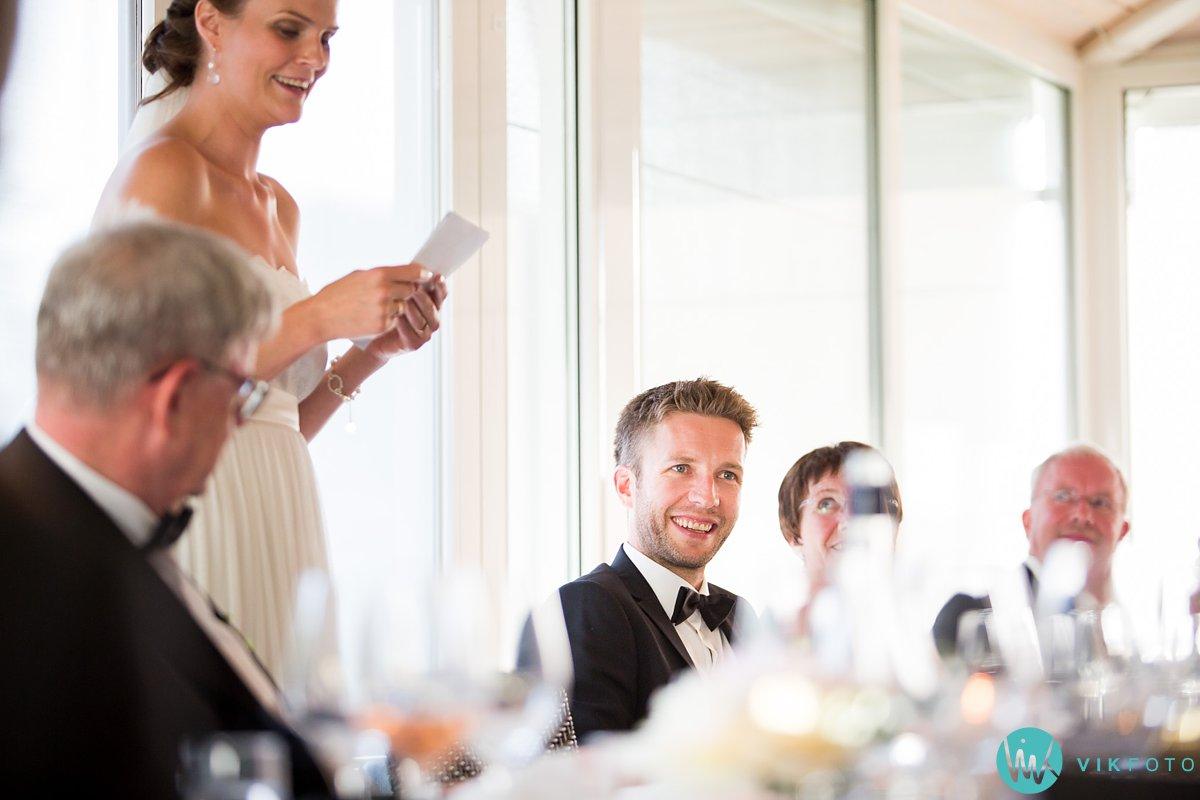 58-bryllupsmiddag-tale-gjester-bryllup-fest-refsnes