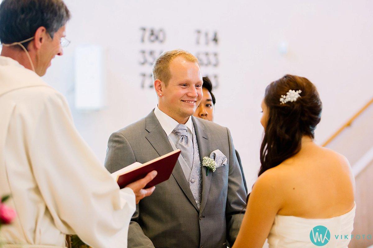 21-bryllupsfotograf-vestby-vielse-såner-kirke-brudepar