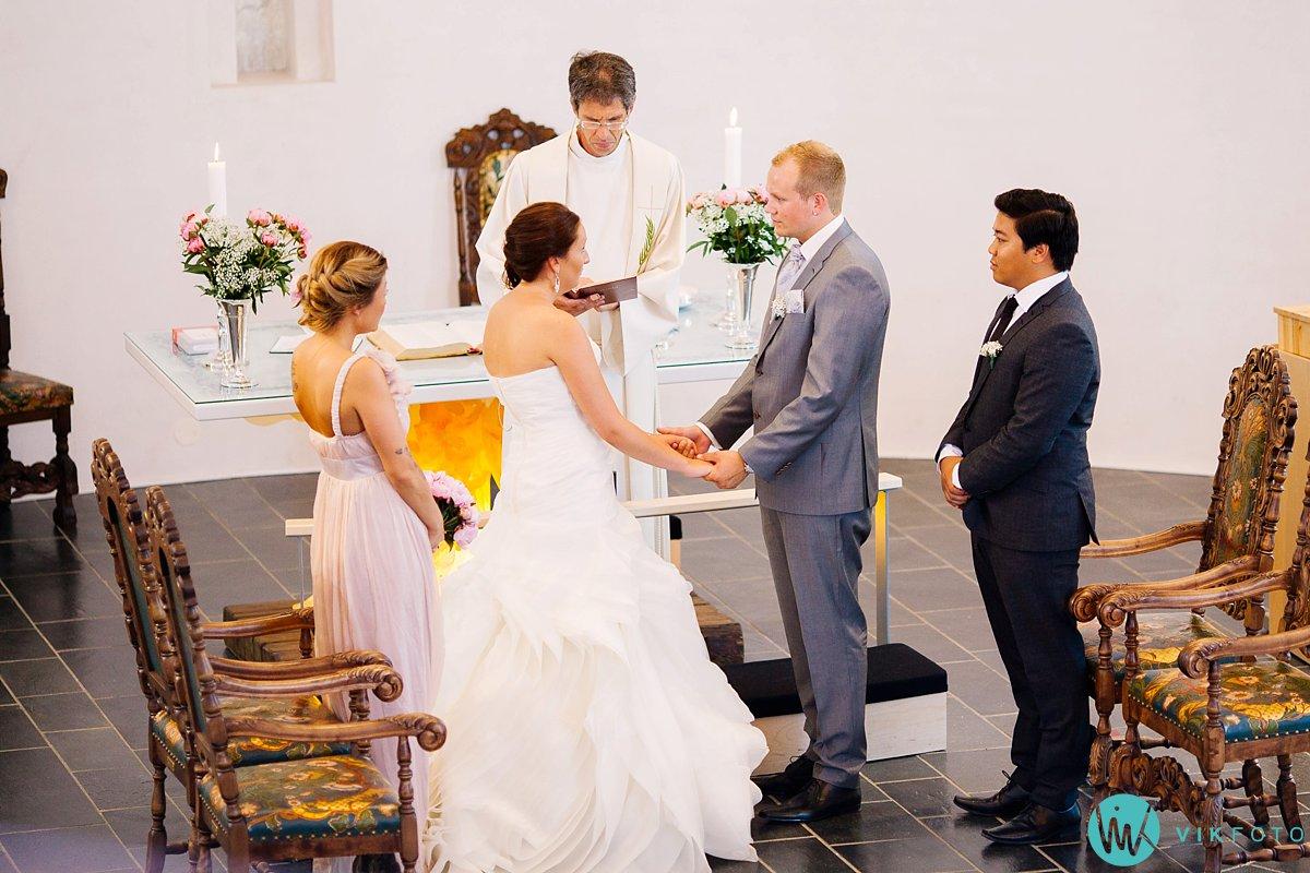 22-bryllupsfotograf-vestby-vielse-såner-kirke-brudepar