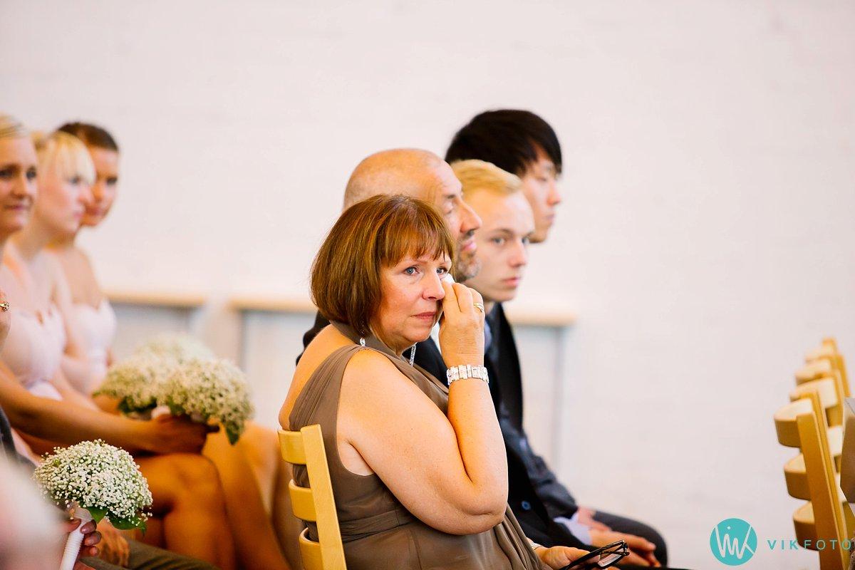 26-bryllupsfotograf-vestby-vielse-såner-kirke-brudepar