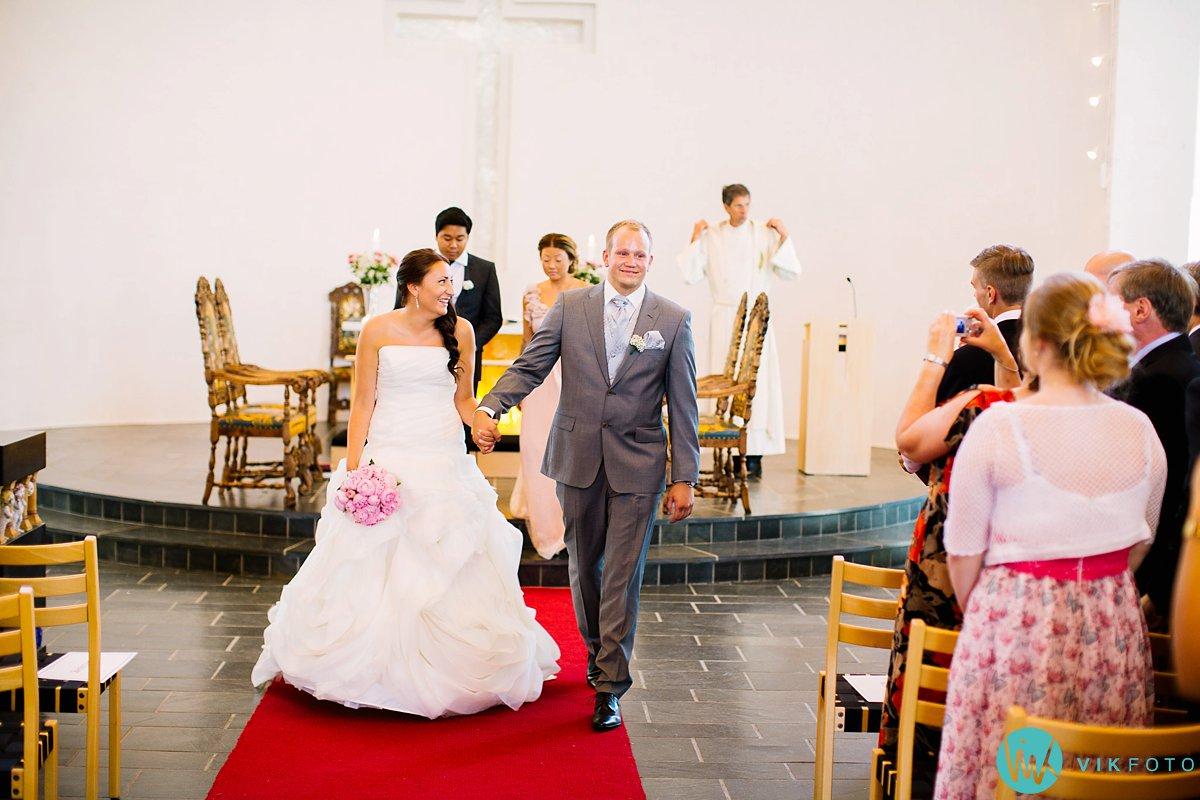 27-bryllupsfotograf-vestby-vielse-såner-kirke-brudepar