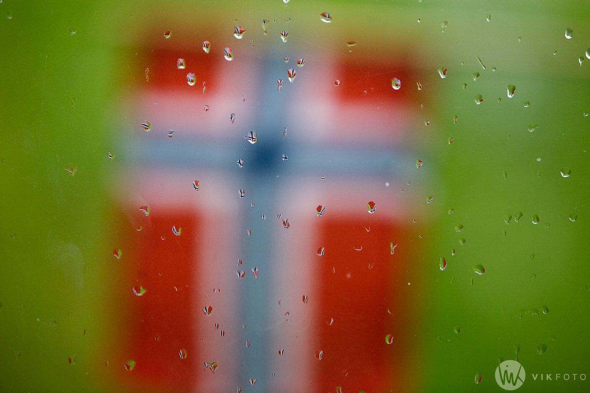 17-mai-flagg-ute-av-fokus1.jpg