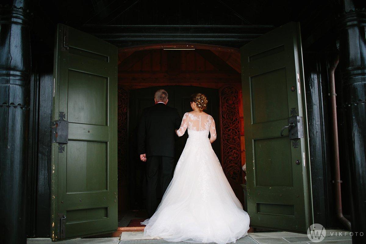 16-vinterbryllup-bryllup-holmenkollen-kapell-vielse-brudepar