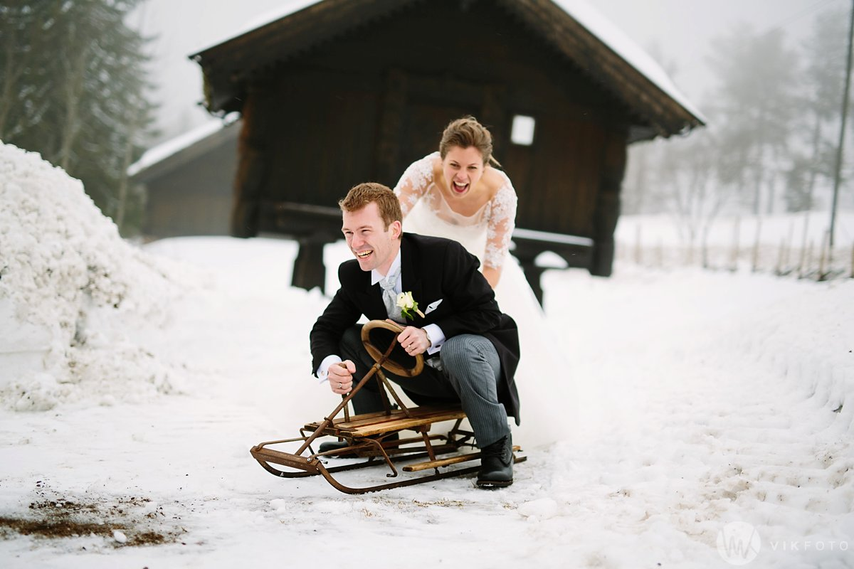 31-vinterbryllup-bryllupsbilde-frognerseteren-brudepar
