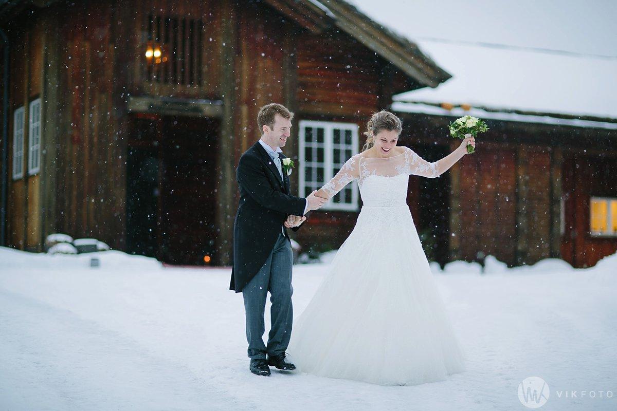 37-vinterbryllup-askeladdens-hus-soria-mora-bryllup