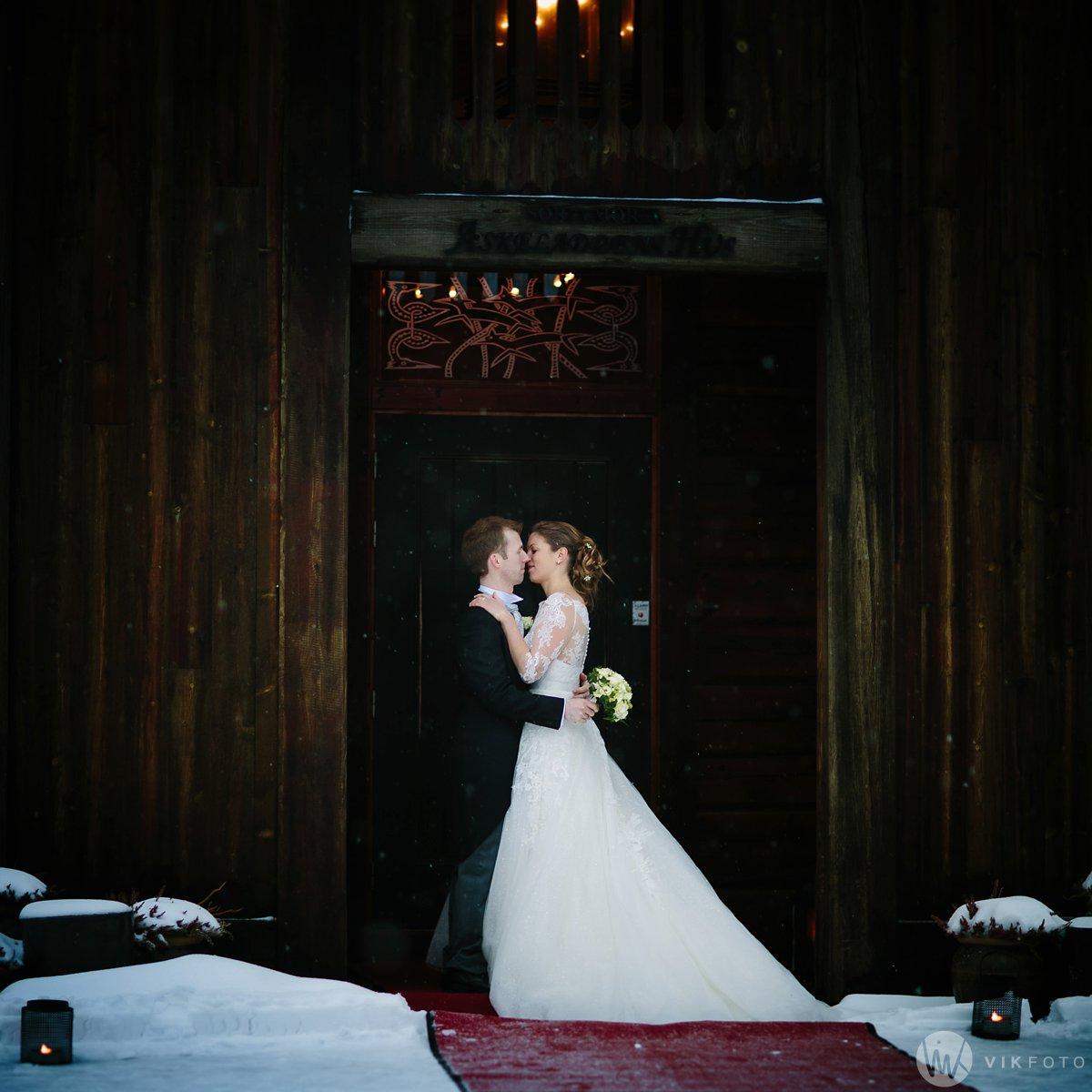 39-vinterbryllup-askeladdens-hus-soria-mora-bryllup