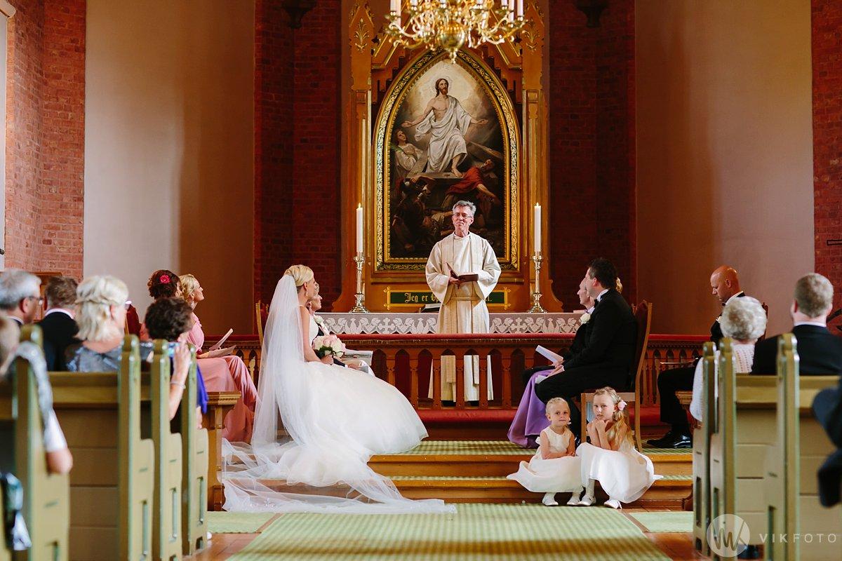 30-bryllup-fredrikstad-vielse-onsøy-kirke.jpg