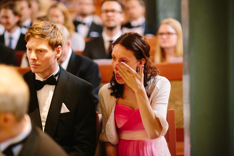 20-bryllup-asker-kirke-vielse-bryllupsfotograf-regn.jpg