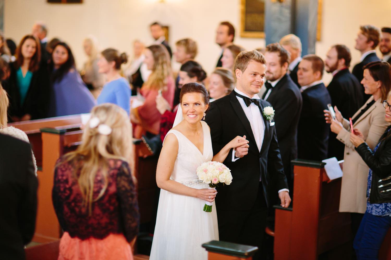 30-bryllup-asker-kirke-vielse-bryllupsfotograf-regn.jpg