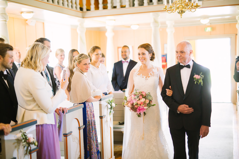 23-bryllup-romskog-kirke-vielse-seremoni.jpg