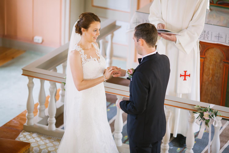26-bryllup-romskog-kirke-vielse-seremoni.jpg