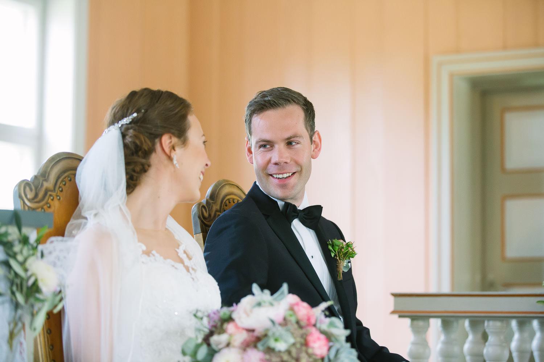 28-bryllup-romskog-kirke-vielse-seremoni.jpg