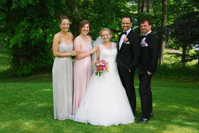 057-bryllupsfotograf-oslo-bogstad-gard-bryllupsbilder.jpg